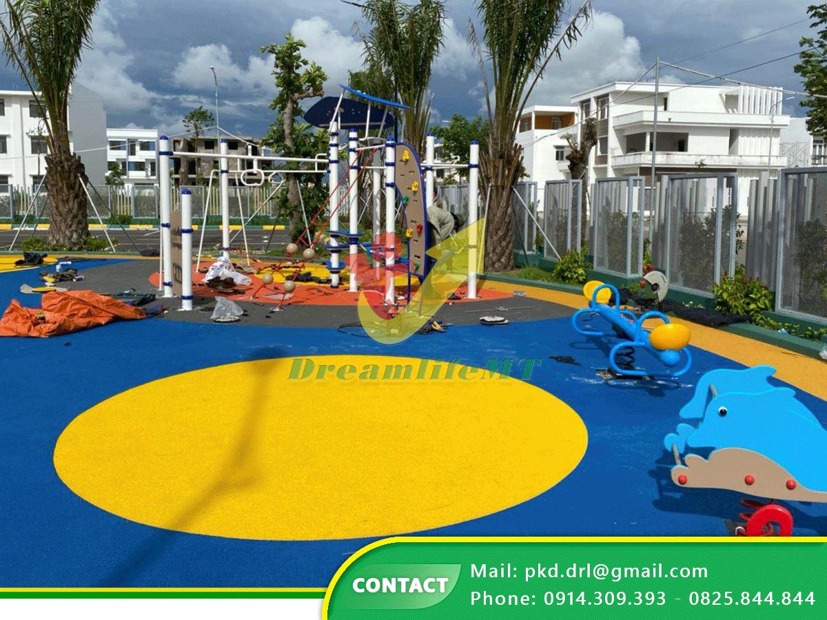 Dreamlife MT thi lắp đặt sân chơi và thi công sàn cao su EPDM nhập khẩu tại trường Mầm non Quốc tế Mekong Xanh Kiên Giang